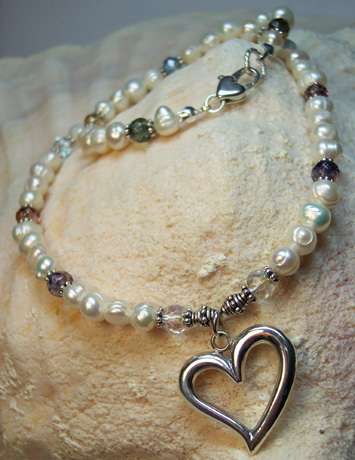 N0113 - Pearls, Baubles & Hearts - 16""